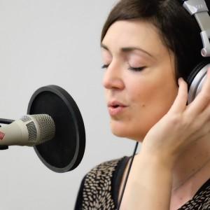 Hochzeitssängerin Anke Wagner bei Aufnahmen zu einem ZDF Film im Tonstudio von Filmkomponist