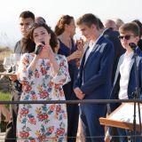 Hochzeitssängerin Anke Wagner singt beim Sektempfang